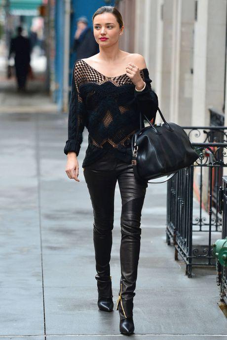 Chi voi chiec quan da, Miranda Kerr bien hoa du phong cach - Anh 7
