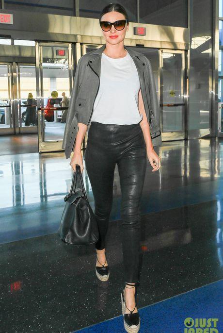 Chi voi chiec quan da, Miranda Kerr bien hoa du phong cach - Anh 9