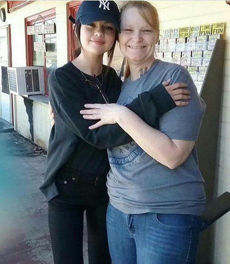 Me Selena Gomez muon kiem soat tai chinh con gai - Anh 3