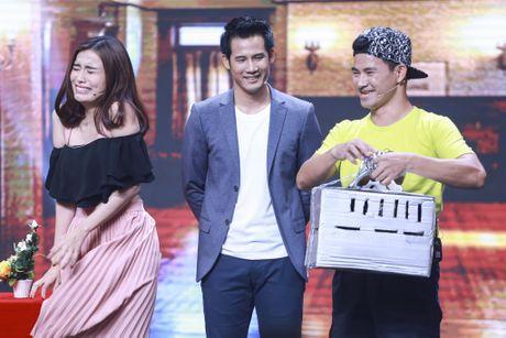 Xuan Bac duoc dien vien tre hon tren san khau - Anh 1