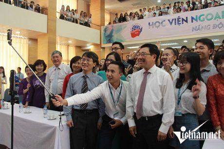 Pho Thu tuong selfie cung sinh vien Ngoai giao - Anh 1