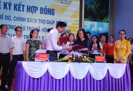 Lao Cai doi moi phuong thuc chi tra che do chinh sach - Anh 2