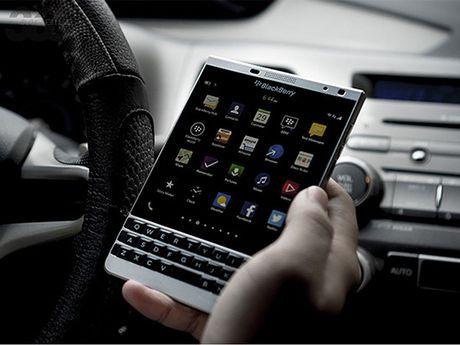 Nhung smartphone giam gia dang chu y nhat thang 10 - Anh 1