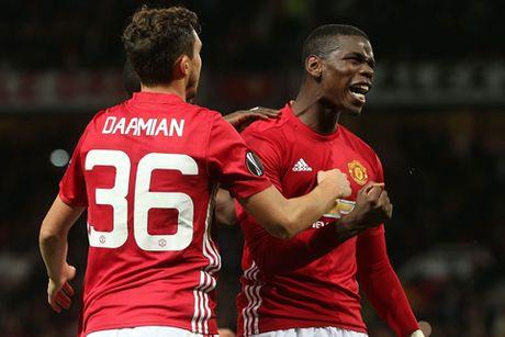 Pogba lan dau tien lap cu dup, Man United dai thang o Europa League - Anh 2