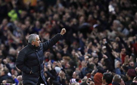 Pogba lan dau tien lap cu dup, Man United dai thang o Europa League - Anh 3