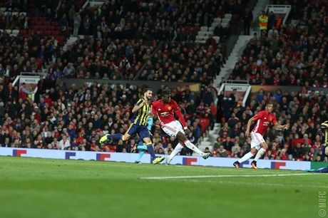 CDV Man United nuc long vi cu dup cua Paul Pogba - Anh 3