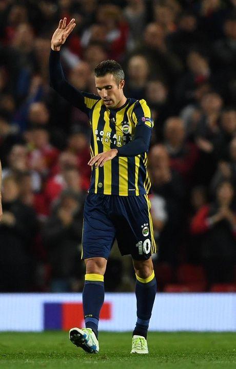 DAC BIET: Sir Alex va CDV Man United vo tay chuc mung pha lam ban cua Robin van Persie - Anh 1