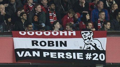DAC BIET: Sir Alex va CDV Man United vo tay chuc mung pha lam ban cua Robin van Persie - Anh 3