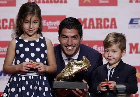 The thao 24h: Luis Suarez nhan danh hieu Chiec giay vang - Anh 1