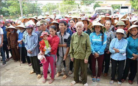 Benh vien C Da Nang tang qua dong bao vung lu Quang Binh - Anh 2
