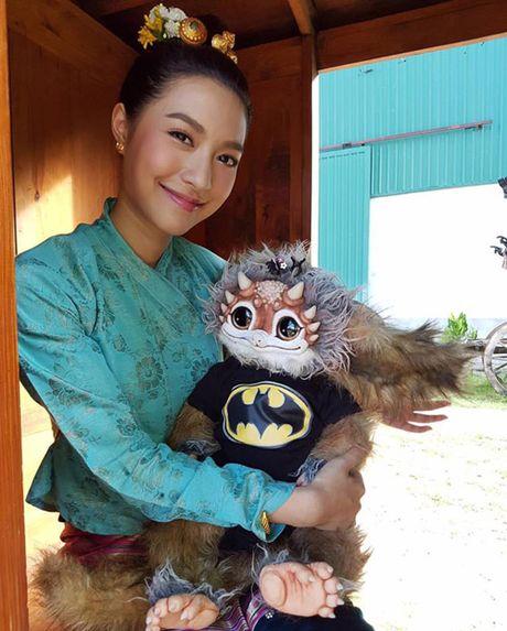 Bat ngo voi dung nhan cua my nhan Thai 'tinh dan ong' - Anh 8