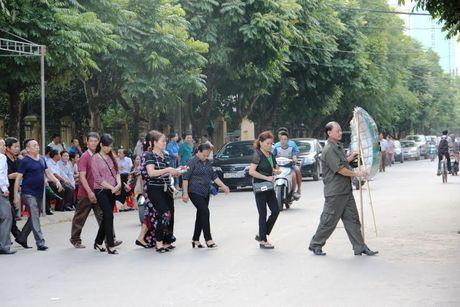 Hang nghin nguoi dan nghen long tien phi cong vu roi may bay - Anh 6