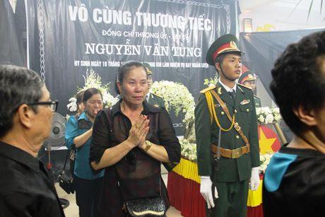 Hang nghin nguoi dan nghen long tien phi cong vu roi may bay - Anh 9