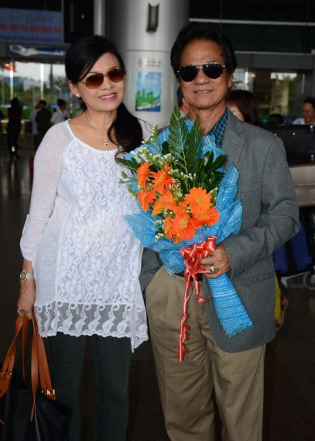 Bat ngo nhan sac tre dep cua vo danh ca Che Linh - Anh 1