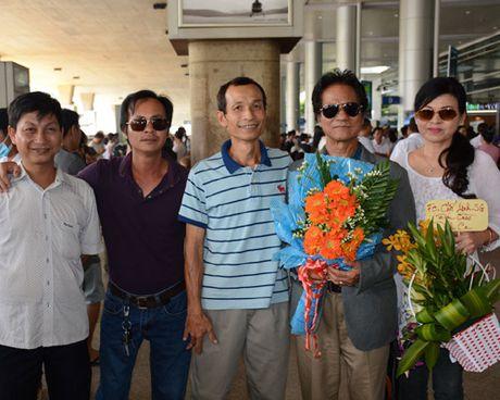 Bat ngo nhan sac tre dep cua vo danh ca Che Linh - Anh 6
