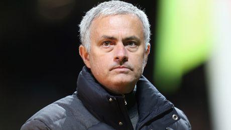 Mourinho: Toi khong phai la Einstein de dung 4 cau thu da canh - Anh 1