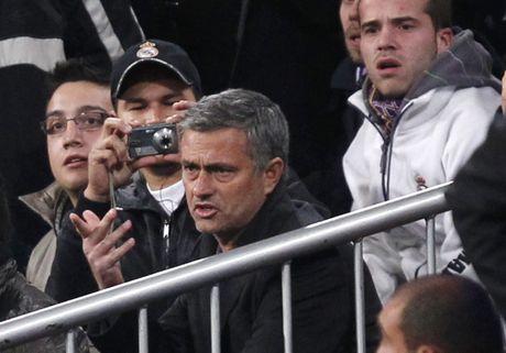Diem lai 12 lan Mourinho bi trung phat trong su nghiep - Anh 8