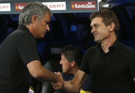 Diem lai 12 lan Mourinho bi trung phat trong su nghiep - Anh 9