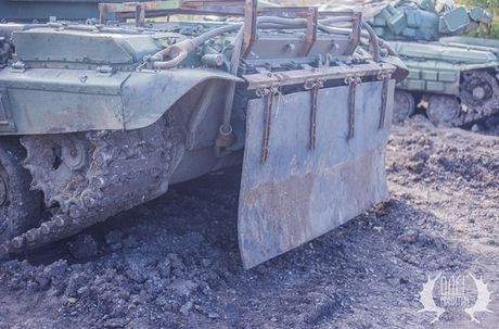 Bat ngo dan tang T-72B1 cua dan quan mien Dong Ukraine - Anh 3