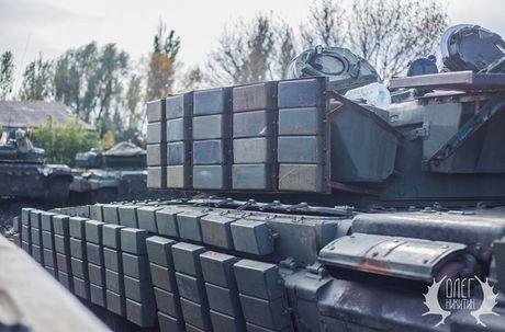 Bat ngo dan tang T-72B1 cua dan quan mien Dong Ukraine - Anh 4