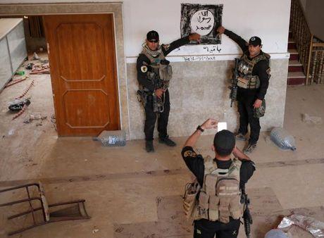 Soi nha tho o dong Mosul bi phien quan IS tan pha - Anh 5
