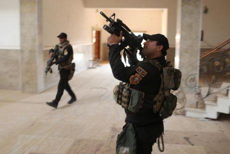 Soi nha tho o dong Mosul bi phien quan IS tan pha - Anh 7