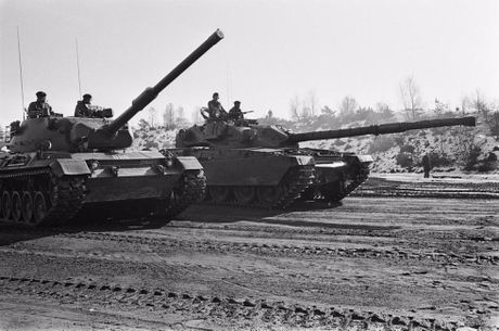 Ly do sieu tang Chieftain Anh tham bai truoc Leopard 1 Duc - Anh 3