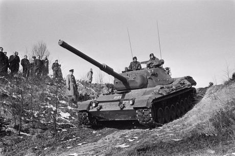 Ly do sieu tang Chieftain Anh tham bai truoc Leopard 1 Duc - Anh 8