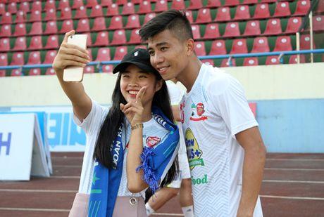 Nguoi Quang Ninh hao hung chao don giai U.21 Bao Thanh Nien - Anh 16