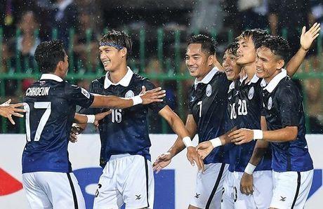 Messi Campuchia lap sieu pham giup doi nha toan thang va gop mat o AFF Cup 2016 - Anh 1