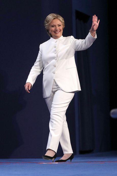 Bat ngo thong diep bo do trang Hillary mac trong tranh luan cuoi - Anh 1