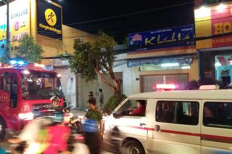 Thanh nien nghi 'ngao da' nhay nhot tren tang thuong roi te nga - Anh 2