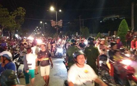 Thanh nien nghi 'ngao da' nhay nhot tren tang thuong roi te nga - Anh 4