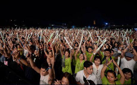 Monsoon Music Festival da 'ruc chay' trong dem dau tien - Anh 1