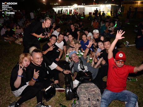 Monsoon Music Festival da 'ruc chay' trong dem dau tien - Anh 3
