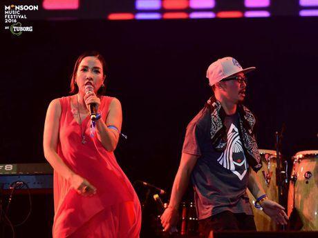 Monsoon Music Festival da 'ruc chay' trong dem dau tien - Anh 4