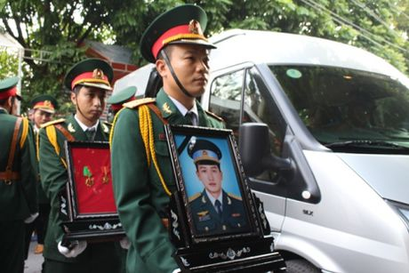 Hang nghin nguoi don thi the thuong uy Nguyen Van Tung tro ve - Anh 1