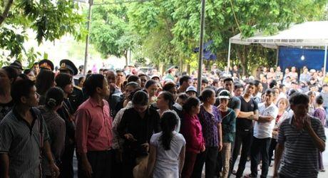 Hang nghin nguoi don thi the thuong uy Nguyen Van Tung tro ve - Anh 3
