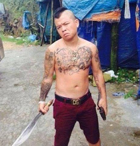 'Thanh chui' o Kinh Bac bi bat vi mang sung gay nao loan - Anh 1
