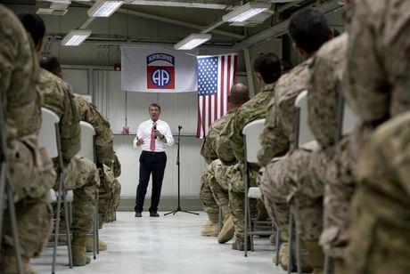 Bo truong Quoc phong My bat ngo den Iraq - Anh 2