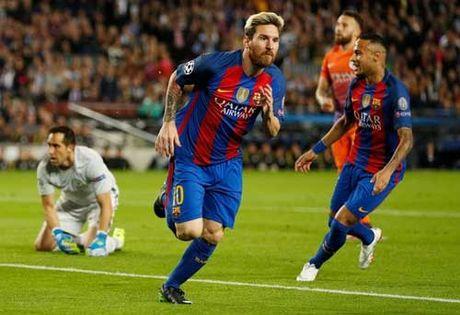 Messi - Ronaldo dua QBV FIFA: Tro dua cua so phan - Anh 2