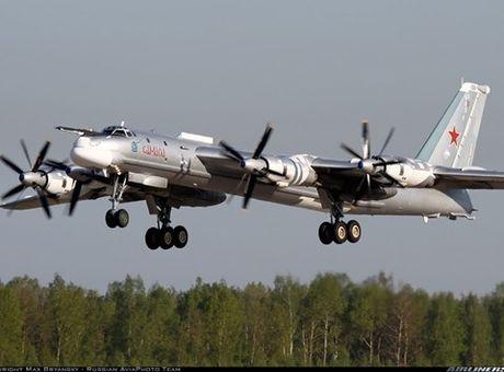 Uy luc cua may bay nem bom Tu-95MS Nga - Anh 1
