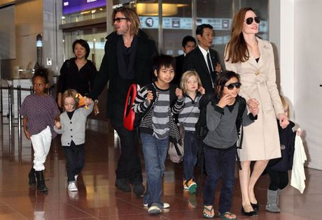 Brad Pitt ne tranh cai ly hon voi Angelina Jolie vi so anh huong den con - Anh 2
