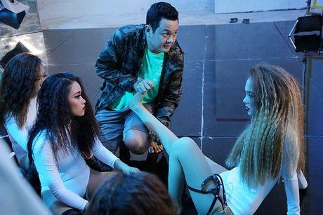 Minh Hang gap su co khi quay MV 'Break the rules' - Anh 2