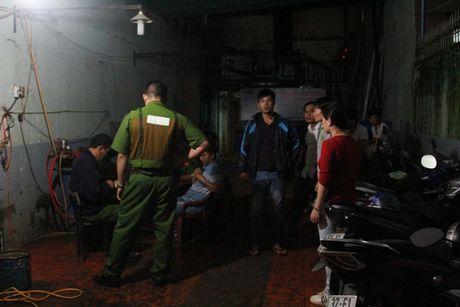 Hoang hon phat hien doi nam nu chet trong phong tro - Anh 2