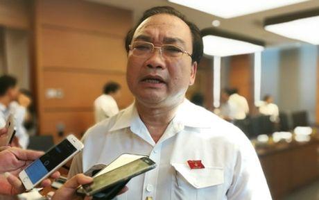 Xu ly nghiem vu nu nhan vien hang khong Vietnam Airlines bi danh - Anh 1