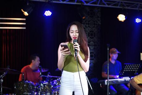Bao Anh xe nguc sexy tap nhac, khong moi Ho Quang Hieu hat trong minishow - Anh 2