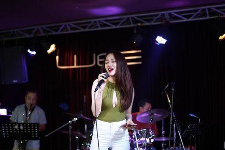 Bao Anh xe nguc sexy tap nhac, khong moi Ho Quang Hieu hat trong minishow - Anh 5