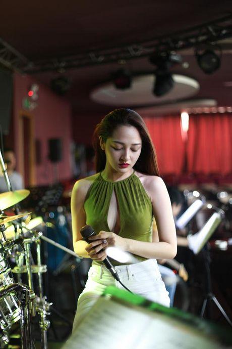 Bao Anh xe nguc sexy tap nhac, khong moi Ho Quang Hieu hat trong minishow - Anh 6
