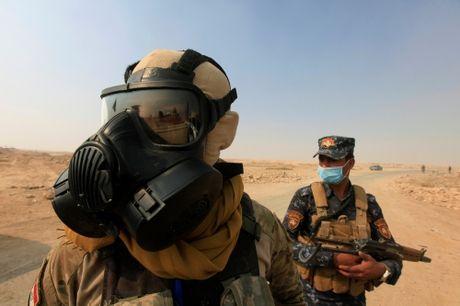 Linh My deo mat na phong khi doc chong IS o Iraq - Anh 1